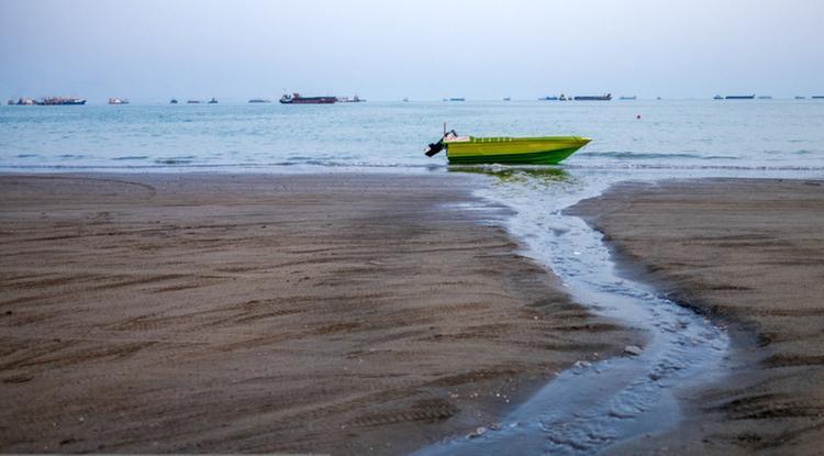 تصاویر عجیب از ورود فاضلاب به دریا در بندرعباس