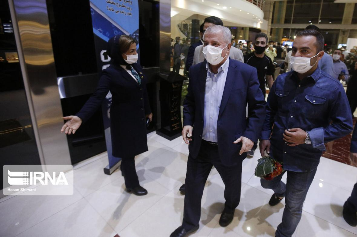 خبرنگاران اگر مسافر نیستید، به فرودگاه نیایید