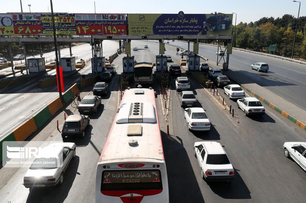 خبرنگاران ترافیک در ورودی و خروجی های مشهد نیمه سنگین است