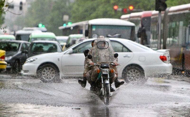 خبرنگاران هواشناسی بروجرد نسبت به آبگرفتگی معابر هشدار داد