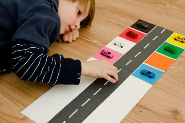 والدین به فرآیند رشد ارتباطی و کلامی کودک توجه نمایند
