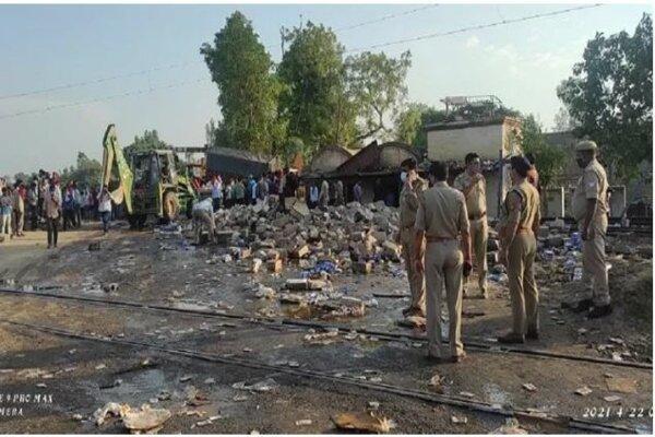 دهها کشته و زخمی بر اثر تصادف قطار مسافری و کامیون در هند