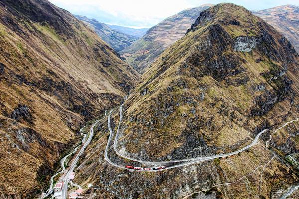راه آهنی که با مرگ 2000 نفر عنوان جاده مرگ را گرفت راه آهنی که جان 2000 نفر را گرفت!