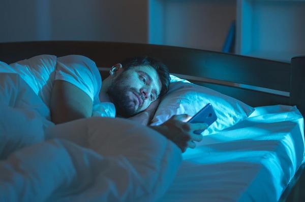 در برابر خوابیدن مقاومت می کنید؟ این راهکار را بخوانید